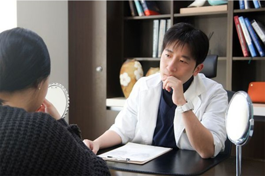 """塑造出自然""""美""""为目标的韩国艺雅特整形外科文盛准代表院长。"""
